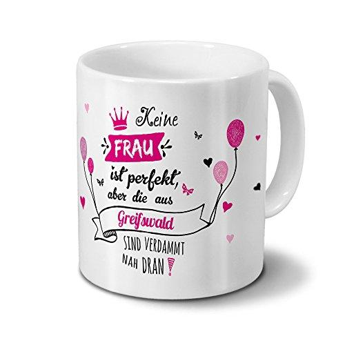 """Tasse mit Stadt/Ort Greifswald - Motiv """"Keine Frau ist Perfekt, aber..."""" -Städtetasse, Kaffeebecher, Mug, Becher, Kaffeetasse - Farbe Weiß"""