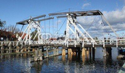 """Alu-Dibond-Bild 140 x 80 cm: """"Hölzerne Klappbrücke im Fischerdorf Wieck bei Greifswald"""", Bild auf Alu-Dibond"""